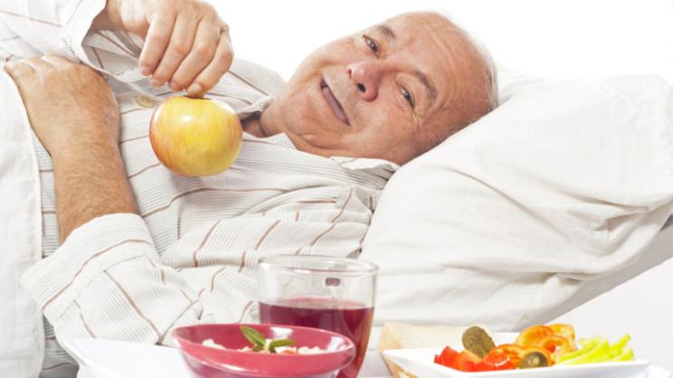 Правильное питание только принесет пользу на любой стадии рака кишечника