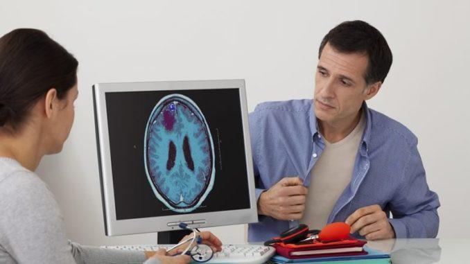 Фотография результатов диагностики опухоли мозга