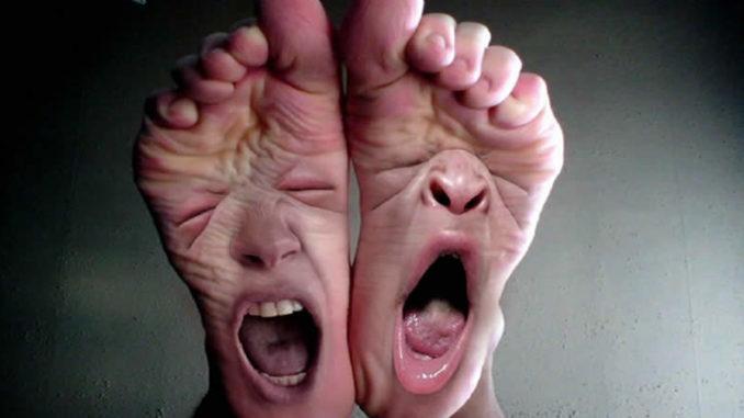 Симптомы болезни ног ощущаются остро